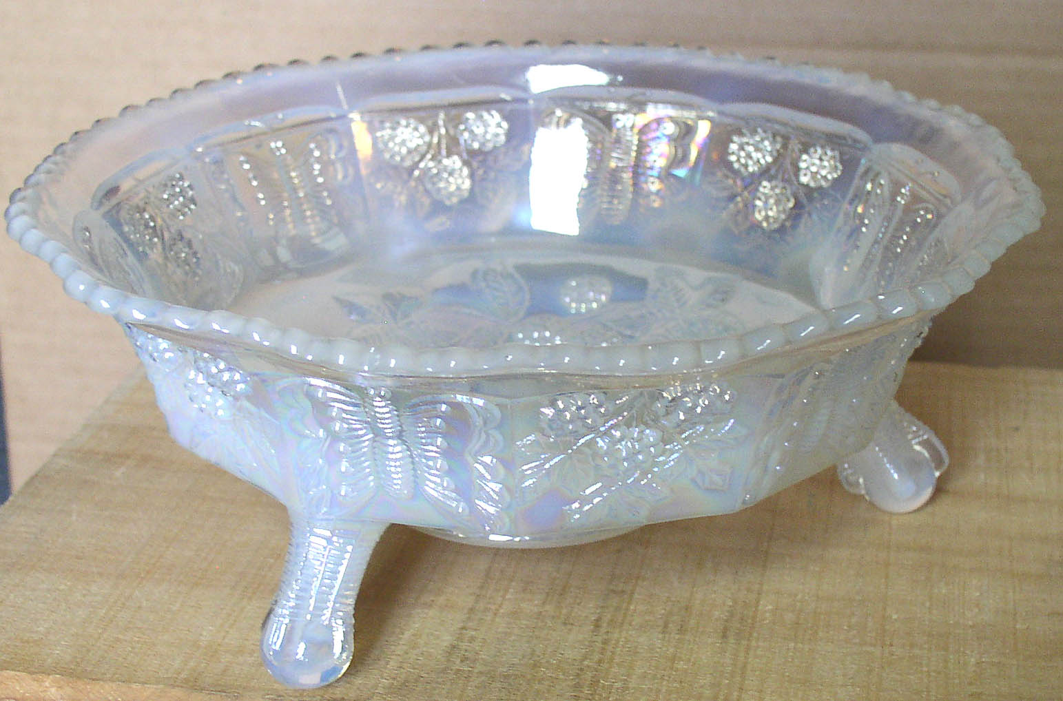 Fenton Butterfly Amp Berry White Carnival Glass Bowl