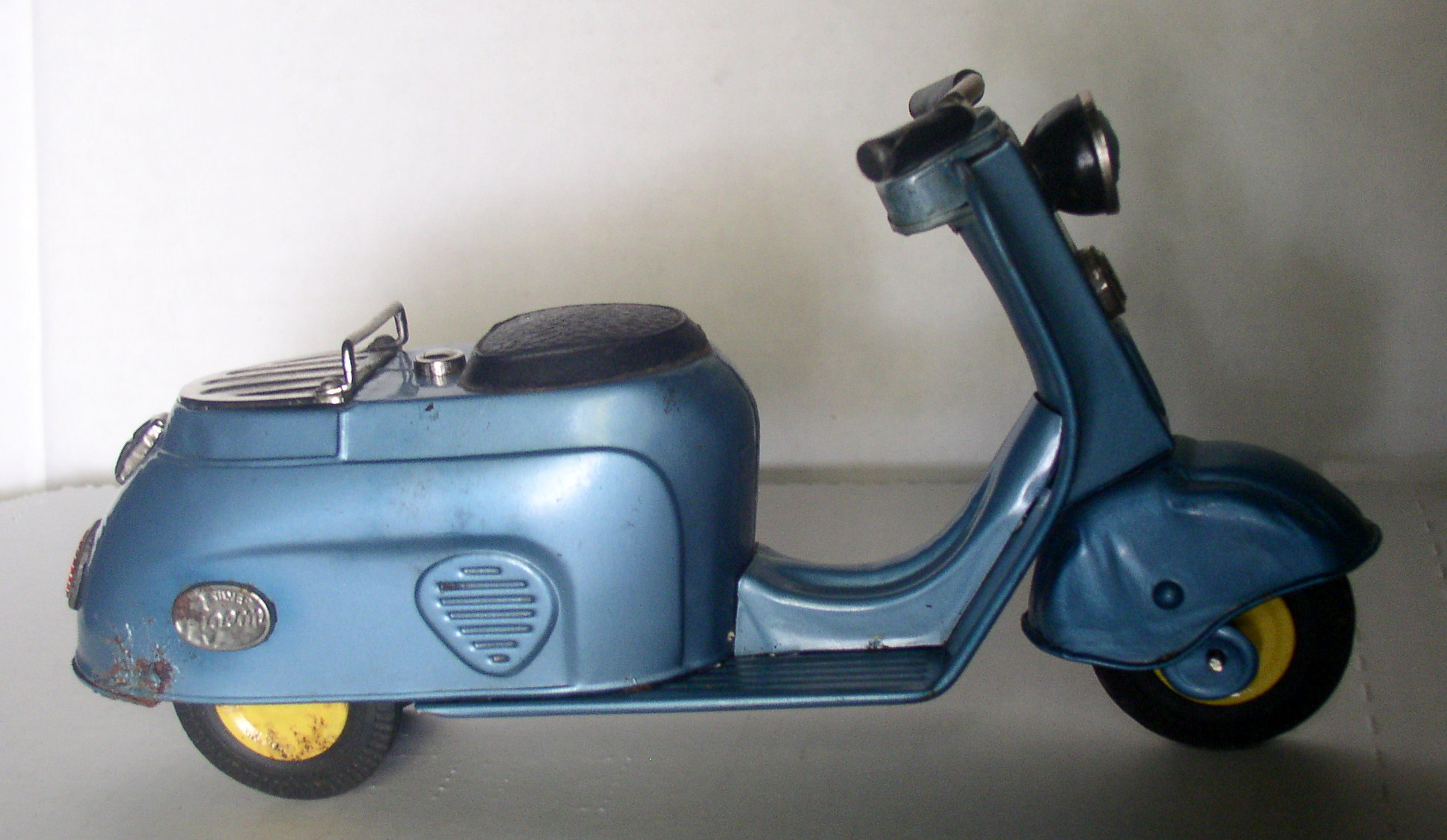 Rogers Auto Sales >> Bandai Silver Pigeon Vespa Scooter – Thingery Previews ...