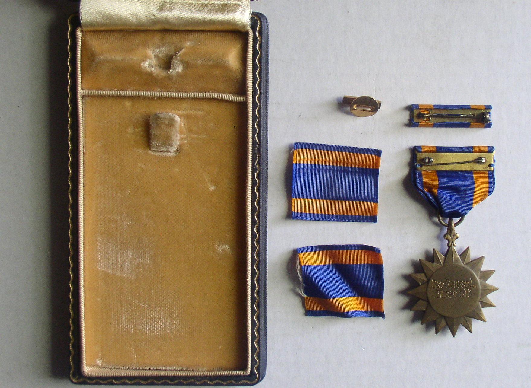 US Army Air Corps Air Medal Insignia Badge Ribbon Lapel Pin