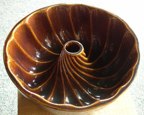 Bennington Yellowware Rockingham Glaze Bundt Pan