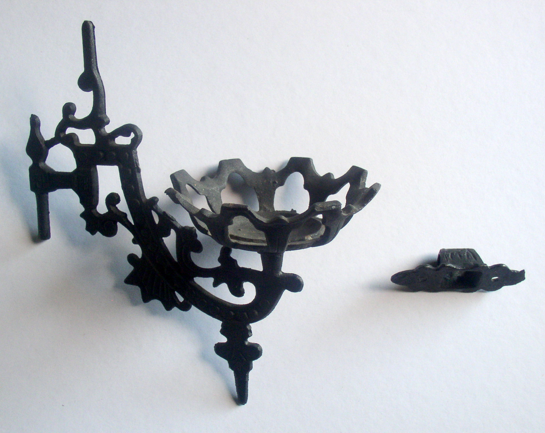 Cast Iron Wall Mount Bracket Kerosene Oil Lamp Holder, Complete ? Thingery Previews Postviews ...