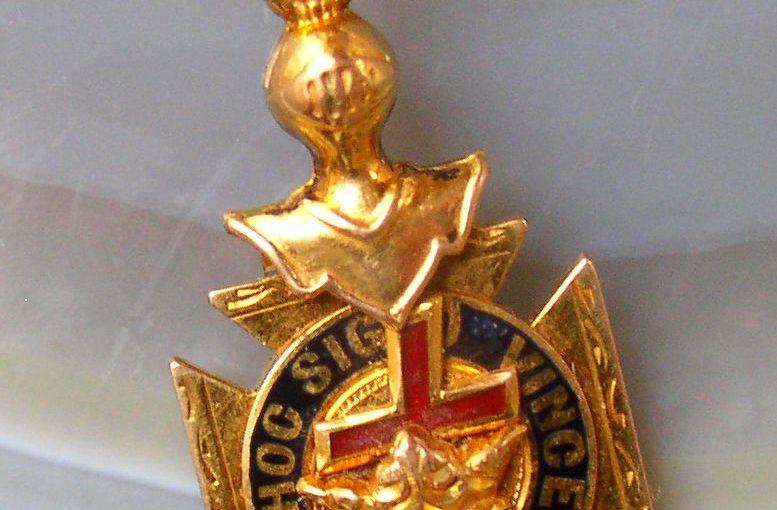 Vintage 14K Gold Masonic Knights Templar In Hoc Signo Vinces Watch Fob Pendant